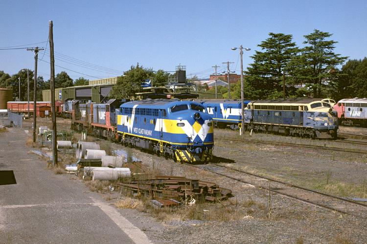 B61, T375, T363, B65 and B64 at Ballarat East by